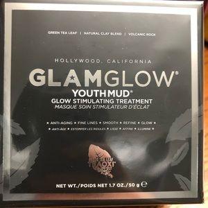 BNIB GlamGlow Youthmud Glow Stimulating Mask